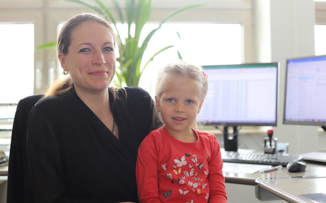Kaufmännische Leiterin & Mutter – Wie klappt das zu Coronazeiten? Interview mit Helene Marbach und Ihrer Tochter Alice.